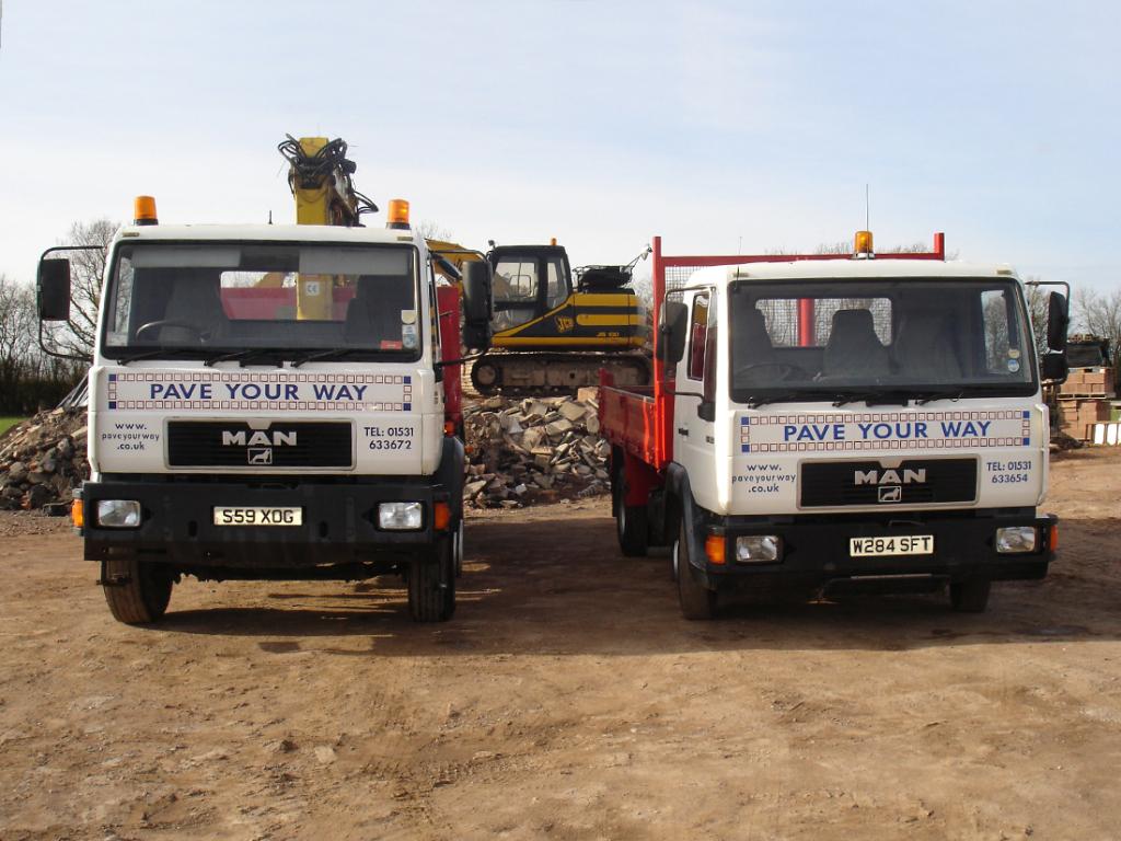 26 ton grab lorry and 7.5 ton tipper